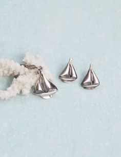 Vintage Sailboat Jewelry Set - Beau sterling silver pendant necklace and stud…