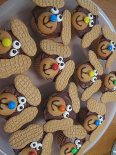 """Raising Boys: Puppy Dog Cupcakes--""""love"""" the Nutter Butter ears--that would be the """"first"""" thing I'd be nibbling on! Cute Cupcakes, Cupcake Cookies, Cupcakes Kids, Decorate Cupcakes, Pinata Cookies, Puppy Dog Cupcakes, Nutter Butter, Peanut Butter, Gateaux Cake"""