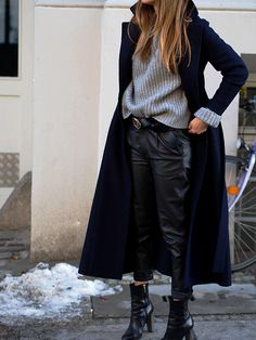 #navy #coat #wool #trends #ootd #winter #leather #style #streetstyle #berlin #boots #hugoboss #woodbootie #chunkyknit #asos #fashionblogger #helloshopping #effortless #vogue #instyle #madame #whowhatwear #elle