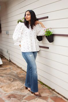 A breezy spring top and distressed bootcut jeans complete this boho look Modest Outfits, Jean Outfits, Modest Fashion, Casual Outfits, Fashion Outfits, Women's Jeans, Skinny Jeans, Spring Tops, Boho Look