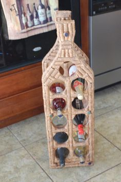 Wine Holder of cork Wine Craft, Wine Cork Crafts, Wine Bottle Crafts, Diy Cork, Wine Cork Projects, Wine Cork Art, Wine Bottle Corks, Bottle Candles, Arts And Crafts