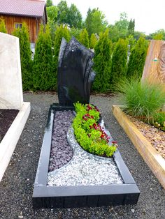Cemetery Headstones, Cemetery Art, Cemetary Decorations, Simple Garden Designs, Courtyard Landscaping, Front Garden Landscape, Creative Landscape, Backyard, Plants