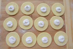 Fursecuri cu nuca si bezea - Desert De Casa.ro - Maria Popa Food And Drink, Sugar, Cookies, Desserts, Mini Pastries, Home, Crack Crackers, Tailgate Desserts, Deserts