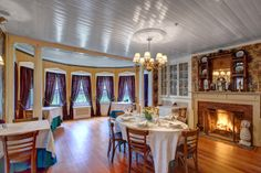 The dining room at #WinterwoodatPetersham accommodates about 75 guests. #Bedandbreakfastforsale http://www.19northmainstreet.com