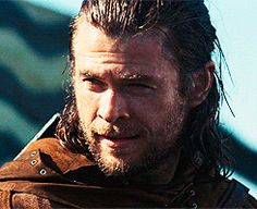 GIF HUNTERRESS — CHRIS HEMSWORTH GIF HUNT (Non-Thor) (200) Please...