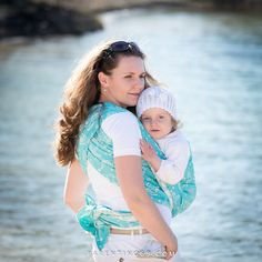<p>Thanks to LadyWrap we were testing Under The Sea – Triton from Cari Slings. Our previous Cari wraps were Tigress Sparkle and Companion. Triton is quite different – thinner and easier to wrap – it's with a natural cotton warp and mercerized turquoise blue cotton weft. It has awesome pattern as …</p>