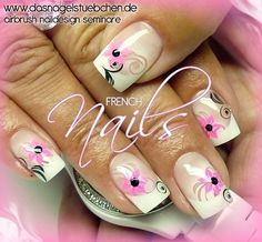 Weisse French Nails mit Neonblumen