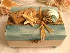 Rustic driftwood and shell keepsake box. Ocean treasure box for your beach decor. Beach jewelry box. Beach trinket box. | We Know How To Do It