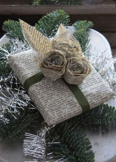 Easy and Creative DIY Gift Wrap Ideas - Newspaper Wrapping and Roses - Click Pic for 25 Gift Wrapping Ideas for Christmas Present Wrapping, Creative Gift Wrapping, Wrapping Ideas, Creative Gifts, Creative Ideas, Christmas Gift Wrapping, Christmas Presents, Holiday Gifts, Christmas Crafts