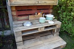 As summer draws to a close and autumn starts to creep in, I have the perfect make for you. How to make a mud kitchen out of pallets. Diy Mud Kitchen, Mud Kitchen For Kids, Outdoor Learning Spaces, Kids Outdoor Play, Wooden Pallet Furniture, Wooden Pallets, Outdoor Furniture, Diy Toy Box, Pallet Kids