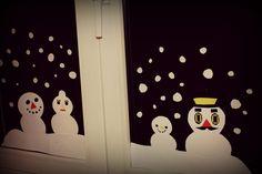 Animal Crossing Schneemänner Fensterbild aus Papier.