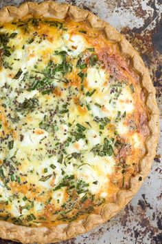 Sweet Onion and Herb Quiche Sweet Onion and Herb Quiche is the perfect recipe --- easy to prep, it goes from breakfast to brunch, to lunch, to dinner without blinking an eye. Recipe credit: The View From the Great Island Quiches, Breakfast Dishes, Breakfast Recipes, Breakfast Quiche, Egg Recipes, Cooking Recipes, Onion Recipes, Recipies, Sauce Recipes