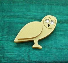 Golden crystallised Owl Pin Brooch Badges Express yourself with this golden Hand painted Crystal Encrusted owl Pin brooch unique Stylish Beautiful Brooch Pieces for the wild life loving fashionista and pin collector approximate size for this pin is Around 1.5 inch