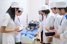 Trung cấp Vật lý trị liệu giờ đây đang trở thành một ngành được đông đảo thí sinh theo học bởi cơ hội việc làm của Kỹ thuật viên vật lý trị liệu là rất lớn.