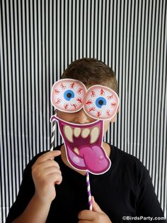 Halloween: DIY Party Photo Booth with FREE Printables Props by Bird's Party