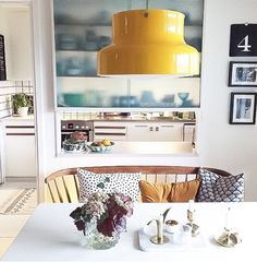 Love the bench at the dinning table Scandinavian Interior Design, Beautiful Interior Design, Home Interior, Apartment Needs, Sweet Home, Ideas Hogar, Small Apartments, Interiores Design, Hygge