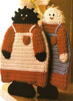 Crochet Country Folk Potholder Patterns by BeadedBundles. Crochet Kitchen, Crochet Home, Love Crochet, Vintage Crochet, Crochet Dolls, Knit Crochet, Potholder Patterns, Crochet Potholders, Crochet Designs