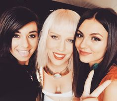 There in Washington D.C. bright and early to sing for the pope! #LoveSongToTheEarth what a great cause! @natashabedingfield @victoriajustice