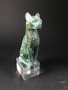 Statuette en bronze représentant la chatte Bastet. Ancien travail
