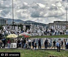 Foto de @emecere Así o con emoji para que se entienda el mensaje . #29may #ccs #caracas #caminacaracas  CONSULTA AL PUEBLO. ALTO AL FUEGO  #altamira #chacao #fotodecalle #fotochacao #streetsign #streetphoto #fotodecalle #miranda #instagramers #caracastagram #igersvenezuela #marchas #29M #venezuelalibre #snapseed #venezuela #caracas #hub_ve #elnacionalweb