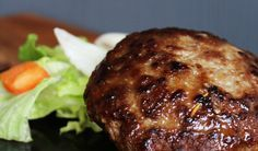 Verse hamburgers zijn extra lekker en leuk om te maken. Zelf hamburgers maken doe je met dit makkelijke hamburger recept!