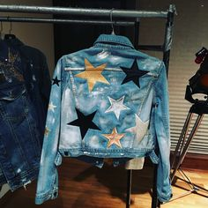 Customised Denim Jacket, Painted Denim Jacket, Painted Jeans, Painted Clothes, Diy Clothing, Custom Clothes, Customised Clothes, Modest Clothing, Diy Jeans
