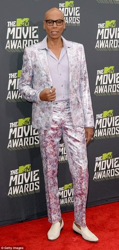 RuPaul makes a daring choice. It's hard to see, but I like the print and subtle color in the fabric.