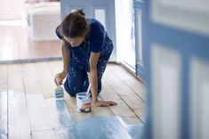 How to Paint Vinyl Floors So They Stay Painted - Boden Painting Laminate Floors, Paint Linoleum, Painted Vinyl Floors, Linoleum Flooring, Diy Flooring, Kitchen Flooring, Floor Painting, Painted Kitchen Floors, Average Kitchen Remodel Cost