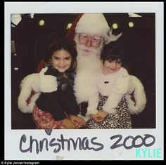 Kendall Jenner looks happy with mom and sister Kim at Christmas party Kylie Jenner Young, Kylie Jenner 2017, K Jenner, Kylie Jenner Instagram, Kardashian Jenner, Kendall Kenner, Kylie Snapchat, Jenner Girls, Jenner Family