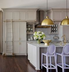 Love Tobi's ladder idea for high cabinets Kitchen Layout, Kitchen Design, Miele Kitchen, Kitchen Appliances Brands, Real Kitchen, Beautiful Kitchens, Decoration, Home Remodeling, Home Kitchens