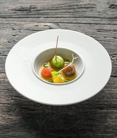 406 mentions J'aime, 9 commentaires – Dutch Cuisine (@dutchcuisine) sur Instagram : «   Local Tomatoes, Roasted Onion Oil with Lobster and Kumquat broth   By Chef @chefaandepoel by… »
