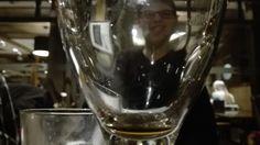 Concept 1 - illusies: Hier lijkt het gezicht van de jongen vervormd door de camera dichtbij het glas te houden.