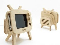 Fancy | retroTV Wood iPhone Stand | COMMONBLOGGERS.COM