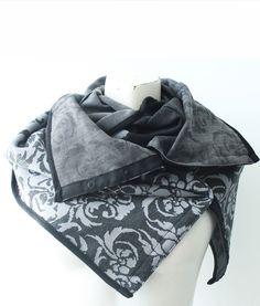 Le col Marisol est fabriqué au Québec et se transforme en plus de 10  façons. c est à la fois un foulard, un châle ou un écharpe. d96838eb02a