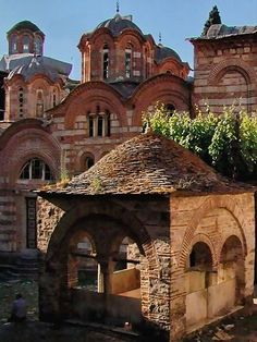 Arches, brick, and terra-cotta tiles. Byzantine Architecture, Historical Architecture, Art And Architecture, Travel Route, Places To Travel, Serbia Travel, The Holy Mountain, Belgrade Serbia, Byzantine Icons