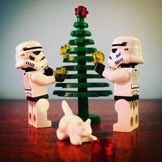 Decorating the christmas tree #decorating #decoration #christmas #christmastree #tree #starwars #starwarslegos #starwarslego #lego #legostarwars #minifigures #minifigure #stormtrooperlife #stormtrooper #bob #iphonography #365project #day353