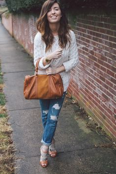 I really like this outfit...casual but chic and on the same time...comfy :)