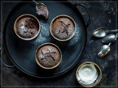 Try Warm chocolate cup cakes by FOOBY now. Or discover other delicious recipes from our category desserts. Chocolate Delight, Chocolate Cups, Melting Chocolate, New Recipes, Cooking Recipes, Cupcakes, Food Trends, Köstliche Desserts, Desert Recipes
