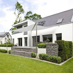 Gartenpool mit natursteinmauer und wasserfall for Gartenpool eingebaut
