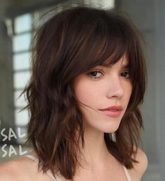 Ridiculous mid-length haircuts with bangs in 2019 - hair - hair styles - Ridiculous Medium Length Haircuts with Bangs in 2019 When it comes to crazy haircuts, we have to me - Bangs With Medium Hair, Short Medium Hair Styles, Medium Hairstyles With Bangs, Layered Hair With Bangs, Medium Haircuts For Women, Medium Shag Haircuts, Hair Cuts Fringe, Hair Fringe Styles, Mid Length Hair Styles With Layers