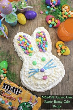 M&M's Carrot Cake Easter Cake Recipe! Check out this EASY Easter bunny cake recipe. You really only need a few ingredients to make this festive Easter cake! Easter Bunny Cake, Easter Candy, Hoppy Easter, Easter Treats, Bunny Cakes, Easter Food, Easter Pie, Bunny Party, Desserts Ostern