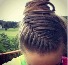 I would love it if someone could do this to my hair. wink. wink. volleyball hair/ brown hair/ bun