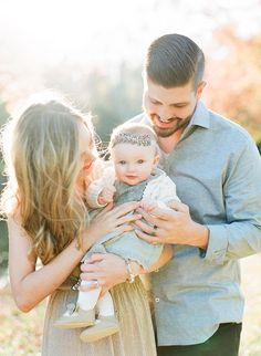 Natural light family photos by J. Layne Photography | 100 Layer Cakelet #naturallightphotography parents and child portraits