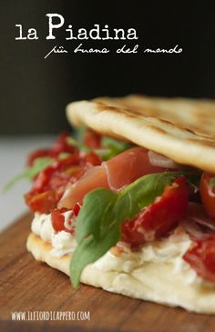 Panini Sandwiches, Toast Sandwich, Bagels, Healthy Cooking, Cooking Recipes, Western Food, Exotic Food, Mets, Quesadillas