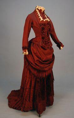 Silk and Velvet Bustle Dress with Fringe, c. 1880 1880s Fashion, Edwardian Fashion, Vintage Fashion, Steampunk Fashion, Gothic Fashion, Antique Clothing, Historical Clothing, Historical Costume, Vintage Gowns