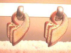 Frankoma Silla-Gem earrings in Desert Gold, made 1955-57.