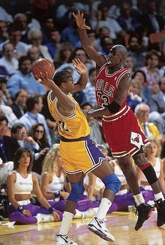 Michael Jordan pressures Magic Johnson in Game 3 of the 1991 NBA Finals. Jordan& defense was a source of great frustration for the Lakers as he tallied 14 steals and seven blocks in the five-game series. Jordan 23, Kobe Bryant Michael Jordan, Jeffrey Jordan, Michael Jordan Basketball, Air Jordan, Jordan Swag, Magic Johnson, Larry Bird, Portland Trail Blazers