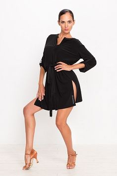 Платье-туника тренировочное с разрезами и поясом
