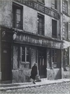 Will be a long history in black and white. Vintage Paris, Paris 1920s, Old Paris, Vintage Cafe, Paris Cafe, Paris Street, Coffee Shops, Old Pictures, Old Photos