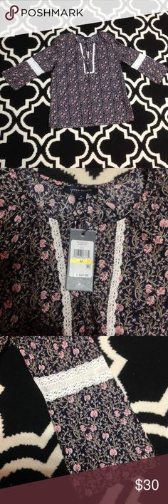 Women's floral tommy hilfiger top sz medium nwt Brand new with tags  Great floral design  100% cotton Tommy Hilfiger Tops Blouses